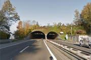 Der Unfall ereignete sich im Autobahntunnel Eich. (Bild: Google maps)