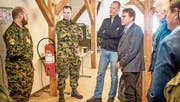 Graziano Regazzoni (links) und Peter Kistler informieren Stephan Schleiss, Beat Villiger und Daniel Thomas Burch über ihre Tätigkeit. (Bild: PD)