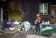 Ein Bett in einer Nische am Haus und das grüne «Bärlauchmobil» – das waren Franziska Webers Markenzeichen. (Bilder: Winfried Heinze)