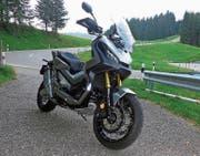 Hondas X-ADV ist ein Mix aus Motorrad und Roller. (Bild: Daniel Huber)