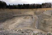 Im Kanton Zug wird Kies abgebaut. Das Archivbild zeigt eine Kiesgrube in Cham. (Bild: Werner Schelbert / Neue ZZ)