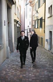 Diesmal kreuzen sich ihre Wege für ein umfassendes gemeinsames Projekt: Der Schriftsteller Martin Suter (l.) und der Musiker Stephan Eicher gehen gemeinsam auf Tournee. (Bild: PD)