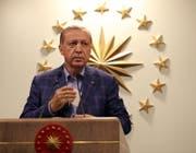 Der türkische Präsident Erdogan am Sonntag bei seiner Ansprache nach der Abstimmung. (Bild: Keystone)