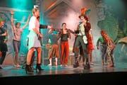 Jugendliche des Vereins Musical Fever führen in der Aula der Kantonsschule Alpenquai derzeit das Stück «Are You Mad?» auf. (Bild Yvonne Imbach)
