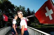Spannen für einmal zusammen: Simon Schürch (rechts) und sein Bruder Joel aus Schenkon. (Bild: Roger Grütter / Neue LZ)