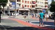 Vor dem Lokal «Zone 5» am Bundesplatz in Luzern geraten Fangruppen von Luzern und Osijek aufeinander. (Bild: Zuschauervideo Tele 1)
