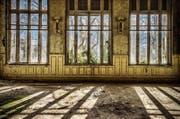 Wo genau dieses einstige Vier-Sterne-Hotel steht, bleibt geheim. Denn Urban Explorer bewegen sich mit dem Fotografieren von verlassenen Gebäuden am Rand der Illegalität. (Bild: urbex-nation.de/PD)