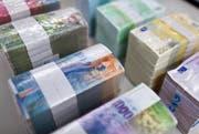Die Vollgeld-Initiative verlangt, dass nur «richtiges» Geld auch als Kredit wieder vergeben werden darf. Die Volksinitiative wird derzeit der Vorprüfung unterzogen. (Bild: Keystone / Martin Ruetschi)