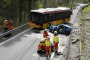 Bei diesem Horror-Crash in Siebnen wurde im April 2013 ein Autofahrer schwer verletzt. (Bild: Kapo Schwyz (Archiv))