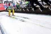 Verheissungsvoll war der Auftritt von Simon Ammann. Der Vierfach-Olympiasieger legte mit 130 m den weitesten Flug der zehn vorqualifizierten Springer in den Hang. (Bild: Philipp Schmidli / Neue LZ)