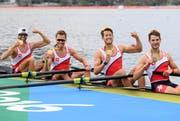 Diese Olympioniken holten Gold (v.l.n.r.): Mario Gyr, Simon Niepmann, Simon Schürch und Lucas Tramer. (Bild: Keystone)