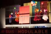 Auf dem Dach des «Stadtkellers» wird getreu dem Motto «Je suis modulable» geschoben. (Bild: Eveline Beerkircher / Neue LZ)
