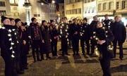 Die Gruppe Honigmond bei ihrem Auftritt in der Zuger Altstadt. (Bild: PD / Laura Zwyssig)