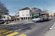 Der Bus von Rotkreuz her soll künftig in die Sonnhaldenstrasse einbiegen. (Bild: Werner Schelbert (Hünenberg, 13. März 2017))