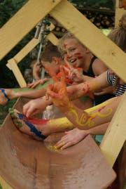 Auch die Kinder hatten ihren Spass beim Verschönern des Lagerplatzes. Jubla Dietwil (Bild: Marialena Schmid)