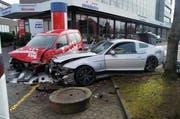 Der Mustang (rechts) krachte mit voller Wucht in einen Wagen vom Swisshotel. (Bild: PD)