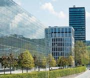 Vor allem ausländische Holdinggesellschaften sind der EU ein Dorn im Auge: neue Bürogebäude in Zug. (Bild: Sigi Tischler/Keystone (21. April 2014))