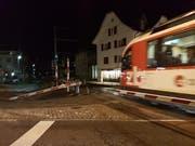 Beim Bahnübergang in Stans wurde die Barriere zur Seite gerissen. (Bild: Nidwaldner Zeitung)