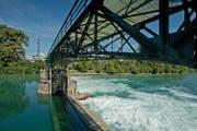 Das Wehr des Wasserkraftwerks der CKW in Rathausen. (Bild: Pius Amrein / Neue LZ)