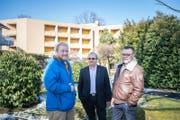 Freuen sich über das Abstimmungsergebnis: Tobias Käch (CVP), Franz Räber (FDP) und Markus Schumacher (SVP) vom Komitee Pro Herschwand. (Bild: Roger Grütter (Emmen, 4. März 2018))