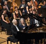 Ein historisches Bild: Als Freunde aus Kindstagen setzten sich Daniel Barenboim und Martha Argerich nach dem offiziellen Programm gemeinsam an den Flügel. (Bild: Lucerne Festival/Priska Ketterer)
