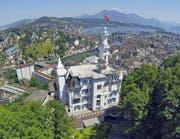 Blick auf das Hotel Gütsch mit der Stadt Luzern im Hintergrund. (Bild: René Meier)