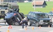 Spektakulär, zum Glück aber ohne Verletzte: Ein Unfall auf der A8 bei Sarnen. (Bild Josef Reinhard/Neue OZ)