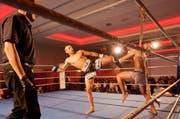 Markus Adlun (links) vom TKBC und Chen Ziyan aus China kämpfen um den WKF-Titel. (Bild: deRico)