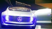 Der F 015 ist Mercedes-Benz Vision von einem selbstständig fahrenden Auto. (Bild: EPA/Uli Deck)