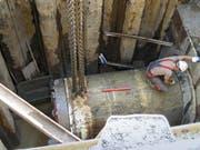 Der Bohrkopf fährt in die Zielgrube ein: Impressionen von den Tunnelarbeiten vor einigen Jahren an der Zuger Aabachstrasse. (Bild: PD)
