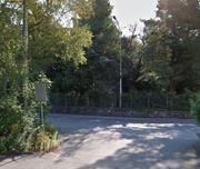 Das Haus an der Sternmattstrasse 68 in Luzern ist kaum zu erkennen. Ebenso verdeckt geben sich die mutmasslichen Besetzer. (Bild: map.google.com / Screenshot)