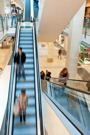 Einkaufszentren in der Region, wie hier das Emmen-Center, rüsten sich gegen die neue Konkurrenz der «Mall of Switzerland». (Bild Boris Bürgisser)