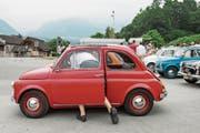 Szene vom diesjährigen internationalen Fiat-500-Treffen in Sarnen. (Bild: Alexandra Wey/Keystone (24. Juni 2017))