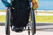 Die Sexualbegleiterin Isabelle Kölbl ist überzeugt, dass Menschen mit Behinderung viel zu wenig Möglichkeiten haben. (Bild: Keystone)