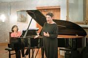 Gerhild Romberger, begleitet von Adrienne Soos-Haag, auf Rigi-Kulm. (Bild: Manuela Jans-Koch)