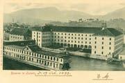 Die Spreuerbrücke führte früher direkt in eine Kaserne. Zudem gab es dort eine Badeanstalt, bekannt als «Mississippi-Dampfer». Beide Bauten entstanden in den 1860er-Jahren und wurden 1971 abgerissen. (Bild: pd)
