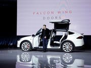 "Tesla-Chef Elon Musk stellt den Elektro-SUV ""Model X"" vor. (Bild: KEYSTONE/AP/MARCIO JOSE SANCHEZ)"