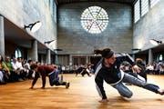 In der Maihofkirche in der Stadt Luzern gibt es nicht nur Gottesdienste. Im Bild: szenisches Chorkonzert «Carmina Burana» mit Breakdancern im Mai 2015. (Bild: Nadia Schärli / Neue LZ)