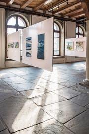 Vom Pilatus bis zur Rigi – Luzerner Hausberge sind bei der Ausstellung in der Kornschütte die Stars. Gemalt wurden die Bilder von der Gilde Schweizer Bergmaler. (Bild: Nadia Schärli (Luzern, 10. Januar 2018))