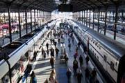 Pendler im Bahnhof Luzern: Sie müssen sich ab dem 14. Dezember auf neue Zonenpläne einstellen. (Archivbild Pius Amrein / Neue LZ)