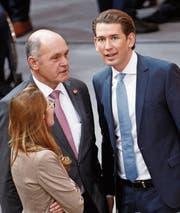 Sebastian Kurz (rechts) mit ÖVP-Politiker Wolfgang Sobotka. (Bild: Florian Wieser/EPA (Wien, 20. Dezember 2017))