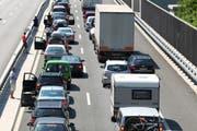 Am Gotthard staut sich der Verkehr. (Bild: Archiv / Neue LZ)