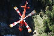 Im Einsatz stand auch ein Helikopter der Rega (Symbolbild). (Bild Rega)