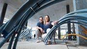 Werden im neuen Lokal die Gäste bewirten: Daniel und Karin Mätzener auf der Baustelle. (Bild: Stefan Kaiser (Rotkreuz, 27. Juni 2017))