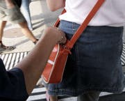 Taschendiebstahl. (Symbolbild Bruno A. Arnold/Neue ZZ)
