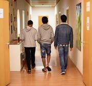 Das umstrittene medizinische Drei-Säulen-Modell soll helfen, das Alter junger Asylsuchender zu bestimmen. (Bild: Uli Deck/DPA)