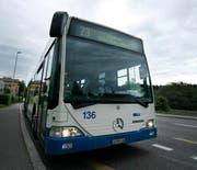 Ein Bus dieser Linie hat eine Vollbremsung vor der gestürzten Fussgängerin hingelegt. (Bild: Archiv Neue LZ)