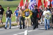 Es wäre nicht das erste Mal, dass Rechtsextreme in Sempach aufmarschieren. Das Bild zeigt den Gedenkmarsch von 2008. (Bild: Adrian Stähli / Neue LZ)