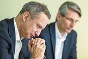Also-CEO Gustavo Möller-Hergt (links) und sein Finanzchef Ralf Retzko gestern in Emmen. Bild: Alexandra Wey/Keystone (23. Februar 2017)