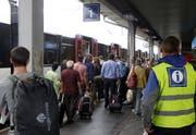 Bahnpassagiere am Bahnhof Arth-Goldau. (Symbolbild Keystone)